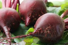 Beets are one of those vegetables you can eat raw or cooked. Surprisingly most people dont enjoy the powerful health benefits of beets. Beet Recipes, Real Food Recipes, Soup Recipes, Healthy Recipes, Cooker Recipes, Healthy Foods, Beet Soup, Beet Salad, Beet Borscht