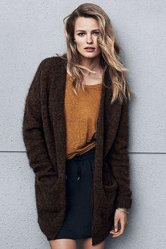 New season, new fashion! | Brown oversized wool cardigan #HMFall