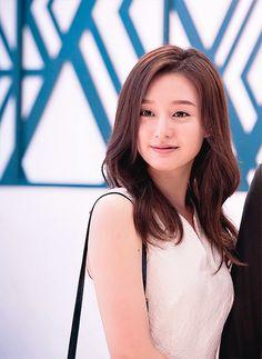 Kim Ji Won in Descendants of the Sun