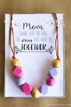 Or So She Says- This Mother's Day Necklace idea is the perfect gift for any woman in your life! Make one with the kids today! Plus it comes with a free printable card to finish it off. Mothers Day Crafts For Kids, Diy Mothers Day Gifts, Mothers Day Cards, Diy For Kids, Bday Gifts For Him, Diy Gifts For Girlfriend, Homemade Gifts For Mom, Gifts For Your Mom, Activity Day Girls