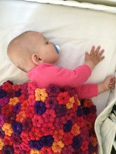 Learn to crochet fast and easy with video tutorials on Udemy Crochet Puff Flower, Crochet Flowers, Flower Tutorial, Learn To Crochet, Kids Rugs, Blanket, Learning, Amazon, Book