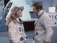 Farrah Fawcett-Majors and Lee Majors - The Six Million Dollar Man Shelley Hack, Lee Majors, Men Tv, Kate Jackson, Bionic Woman, Cheryl Ladd, Series Movies, Tv Series, Steve Austin