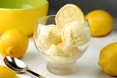 For all lemon lovers is a special dessert of lemon ice cream filled with cream and tangy taste of lemon juice. Lemon Gelato Recipes, Ice Cream Recipes, Frozen Desserts, Frozen Treats, Pasteles Light, Lemon Ice Cream, Greek Sweets, Sweet Tooth, Yummy Food