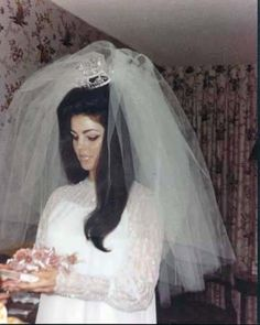I need a big poufy veil!