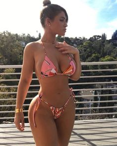 Lauren Pisciotta posing in a picture looking fit and busty
