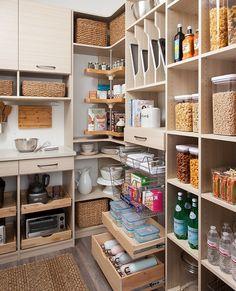 """Westwing Poland on Instagram: """"Z nimi sprzątanie to przyjemność! Poznaj produkty ułatwiające utrzymanie ładu dostępne w wyjątkowej cenie. 😍⠀⠀⠀⠀⠀⠀⠀⠀⠀ 🛍 Nie przegap…"""" Laundry Room Storage, Kitchen Storage, Pantry Organization, Home Kitchens, Bookcase, Sweet Home, Room Decor, Shelves, Inspiration"""