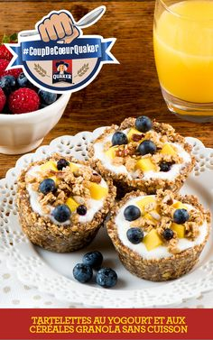 These tarts are a tasty way to enjoy granola and yogurt as part of a complete breakfast. Keep the tart shells ready to go in the freezer for quick and easy assembly. Tart Recipes, My Recipes, Baking Recipes, Dessert Recipes, Favorite Recipes, Good Food, Yummy Food, Reno, Matins