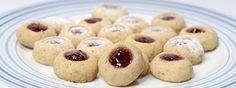 Husarské koláčkySuroviny: 300 g hladké mouky, 100 g ořechů, 200 g másla, 1 vanilkový cukr, 2 žloutky Christmas Sweets, Christmas Cookies, Deserts, Muffin, Food And Drink, Easter, Treats, Baking, Breakfast