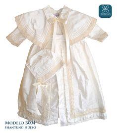 Ropon para niño modelo B004, uno de nuestros clasicos, hecho en seda color hueso de excelente calidad. también disponible en color blanco.