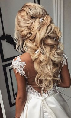 20 best formal / wedding hairstyles to copy 2019 love hair 20 Best Formal / Wedding Hairstyles to Copy in 2019 Wedding Hair Half Up Ideas # Hairstyles The post 20 best formal / wedding hairstyles to copy 2019 love hair appeared first on Star Elite. Wedding Hair Half, Wedding Hairstyles Half Up Half Down, Wedding Hairstyles For Long Hair, Wedding Hair And Makeup, Down Hairstyles, Half Updo, Indian Hairstyles, Formal Hairstyles, Long Curly Bridal Hair