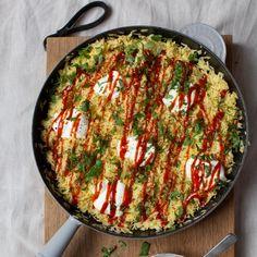 Hanna Gullichsenin paistettu riisi   Maku Veggie Recipes, Paella, Quiche, Risotto, Curry, Food And Drink, Veggies, Breakfast, Ethnic Recipes