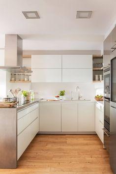 Gorgeous White Kitchen Cabinet Design Ideas - Page 23 of 84 White Kitchen Cabinets, Kitchen Cabinet Design, Kitchen Interior, New Kitchen, Home Interior Design, Kitchen Dining, Kitchen Decor, Kitchen Soffit, Kitchen Walls