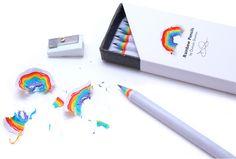 Décidément on commence à trouver de beaux projets sur Kickstarter. Cette fois-ci c'est Ducan Shotton qui propose un projet de crayon à papier avec un effet arc en ciel lorsqu'on les taille. Ces crayons à papier sont fabriqués avec du papier recyclé et sont disponibles en noir et en blanc.