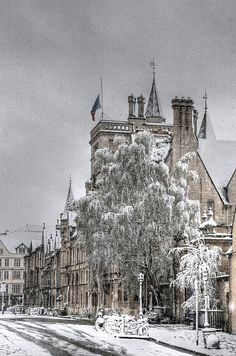 Snow in Balliol College, Oxford, England