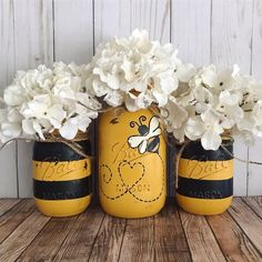Set of 3 hand painted black and yellow Bumble Bee Mason jars. These hand painted jars are perfect for your shabby chic decor, farmhouse or rustic office decor. Painted only on the outside. Jars are ha Pot Mason Diy, Mason Jar Crafts, Pots Mason, Baby Food Jar Crafts, Diy Home Decor Projects, Diy Projects To Try, Decor Ideas, Decorating Ideas, Diy Ideas