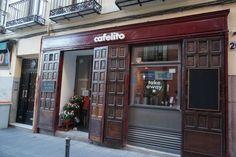 Acceso a Cafelito, calle Sombrerete 20. Madrid