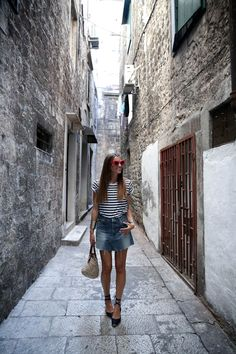 Even though I have some more photos to show you from Croatia I wanted to post these of our last days in Split. Fashion Moda, Skirt Fashion, Espadrilles Outfit, French Chic Fashion, Denim Skirt Outfits, Denim Skirts, All Black Outfit, Spring Summer Fashion, Ideias Fashion