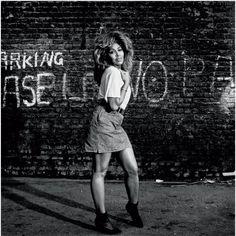 Tina Turner par Terry O Neill http://www.vogue.fr/photo/le-portfolio-de/diaporama/les-photos-de-terry-o-neill/12862/image/747253#!tina-turner-par-terry-o-neill
