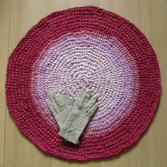 25 inch, round crochet rug, ombre pink, handmade, upcycled, eco, carpet, recycled #handmade #recycle