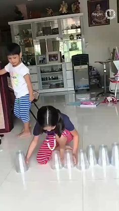 That's how the Asian kids are having fun So haben die asiatischen Kinder Spaß 9gag Funny, Funny Vid, Funny Clips, Funny Cute, Funny Jokes, Hilarious, Beste Gif, Wow Video, Oddly Satisfying Videos