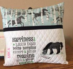 Book Pillow, Reading Pillow, Book Quilt, Pillow Talk, Machine Applique, Machine Embroidery Patterns, Embroidery Ideas, Quilt Design, Pillow Design