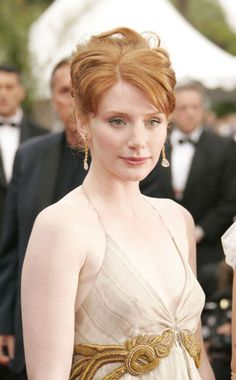 Bryce Dallas Howard in 2005: SN in something almost romantic, but the scale and color works well, the hair is not stiff.