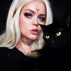 Are you looking for ideas for your Halloween make-up? Browse around this site for cute Halloween makeup looks. Witchy Makeup, Halloween Makeup Witch, Halloween Makeup Looks, Angel Make Up Halloween, Elven Makeup, Gothic Halloween Costumes, Scary Halloween, Cool Makeup Looks, Pretty Makeup