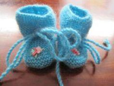 Lieve blauwe schoentjes met borduursel.