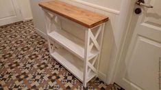 Основание консоли в нашем любимом молочном цвете (акриловая краска и лак), столешница цвета светлый дуб (масло и воск). Размеры 90*90*28. И как всегда, сделаем для вас в любых размерах, конфигурациях и цветах. ☎ +7 (915)018-3905 и ✏ WhatsApp, Viber,  📝 woodcraftgirls@gmail.com  www.livemaster.ru/Woodcraftgirls #консоль #консольныйстол #лофт #прованс #кантри #мебельназаказ #ручнаяработа #дерево #массивдерева #массивсосны #мебель #интерьер #дизайнинтерьеров #дизайн #стеллаж #полки…