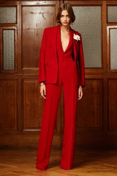 Pre-Fall 2020 Fashion Show : Pre-Fall 2020 Collection - Vogue Vogue Fashion, Red Fashion, Suit Fashion, High Fashion, Fashion Show, Autumn Fashion, Fashion Outfits, Womens Fashion, Fashion Design