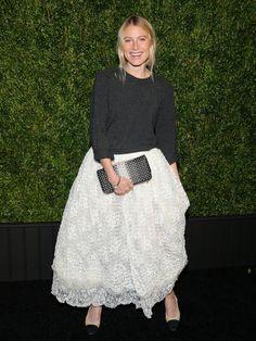 Tüllrock kombinieren!  Ein leichter Wollsweater dazusieht großartig aus und nimmt dem ausgestellten Rock das Mädchenhafte!