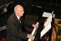 Guillermo Petri, his piano and grand orchestra present:  'La Magia del tango'