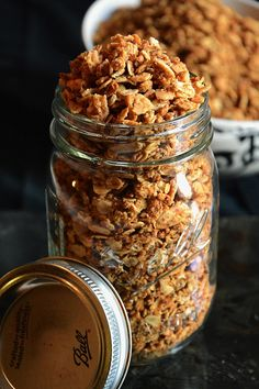 Maple Coconut Butter Quinoa Granola is a makeover of your favorite granola! Loaded with healthy ingredients - coconut, quinoa and oats - this will be your new go to snack! Brunch Recipes, Breakfast Recipes, Breakfast Ideas, Sweet Breakfast, Health Breakfast, Smoothies, Whole Food Recipes, Cooking Recipes, Little Lunch