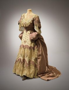 """""""Marie Antoinette"""" costume ca. 1925 From the Hillwood Museum"""