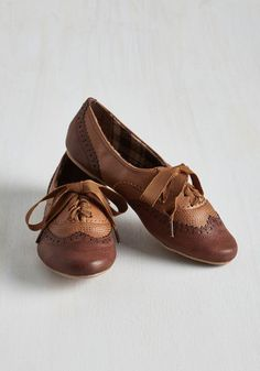 Time to kick into high gear and earn those A's - but first, lace up these Oxford flats and show off your style smarts! Detailed with accent stitching, perforations, and a two-tone pallet of brown and cognac, this vegan faux-leather pair looks effortlessly classic so you can study with confidence.