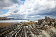 Flysch formations (sedimentary rock) on Itzurun Beach in Zumaia Spain Beautiful Places In Spain, Most Beautiful, Road Trip Pays Basque, Rocks And Minerals, Geology, Vineyard, Home And Garden, Instagram, Beach