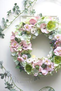 クリスマスローズとベリーのリースHellebores & berry Garden wreath Hellebores / Rose / Hydrangea / Raspberry /wedding