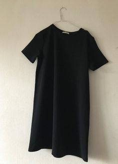 Robe noire Zara Simple Short Sleeve Dresses, Dresses With Sleeves, Simple, Design, Fashion, Zara Black Dress, Black Gowns, Fashion Ideas, Gowns With Sleeves