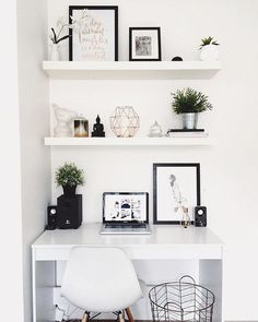 Starting our feed with this white workspace regram from Hayley @taylor.dbeauty in Australia ☀️ We love the clean, monochrome + copper…