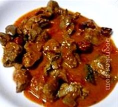 "Ontbyt...middagete, aandete .... !! ""Hoenderlewertjies met byt"" ~ hy's nederig,, hy's sous oplek lekker..!! Chicken Liver Recipes, Veg Recipes, Light Recipes, Vegetarian Recipes, Cooking Recipes, Healthy Recipes, Brandy Sauce Recipe, South African Recipes, Ethnic Recipes"