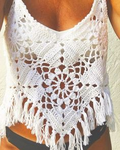 Fabulous Crochet a Little Black Crochet Dress Ideas. Georgeous Crochet a Little Black Crochet Dress Ideas. Pull Crochet, Mode Crochet, Crochet Crop Top, Crochet Granny, Crochet Bikini, Knit Crochet, Crochet Fringe, Hand Crochet, Blouse Au Crochet