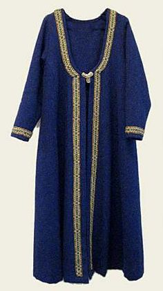 From Hurstwic: Clothing in the Viking Age.  Interesting slightly-U-shaped neckline above the brooch loops.