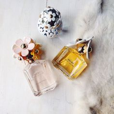 any nice perfume i would love, because i have all these bath and body works sprays where the scent literally lasts like seconds and an actual perfume lasts longer Perfume Scents, Perfume Bottles, Perfume Display, Dolce E Gabbana, Perfume Collection, Tips Belleza, Smell Good, Bath And Body Works, Beauty Makeup