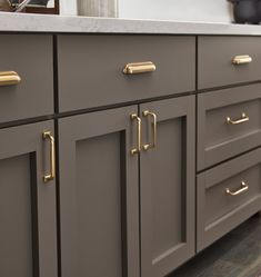 Kitchen Style, kitchen cabinets, kitchen organization, kitchen organizations and of course. The kitchen is the center of the home, so it's important to have a space you love! These pins are my favorite kitchens and kitchen ideas. Grey Kitchen Cabinets, Kitchen Hardware, Kitchen Design, Kitchen Renovation, Modern Kitchen, New Kitchen, Kitchen Interior, Kitchen Style, Kitchen Cabinets
