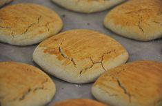 glutenvrij taai-taai recept Hamburger, Bread, Food, Brot, Essen, Baking, Burgers, Meals, Breads