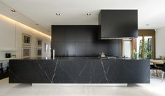 Welcome to Ideas of Modern Black Kitchen Designs article. In this post, you'll enjoy a picture of Modern Black Kitchen Designs design . Interior Design Kitchen, Modern Interior, Interior Architecture, Kitchen Designs, Kitchen Ideas, Minimalist Interior, Residential Architecture, Marble Interior, Kitchen Trends