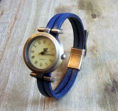 Bracelet  Montre Cuir Bleu, Cadran Bronze, Fermoir Bronze Aimanté de la boutique NathLenfantCreations sur Etsy