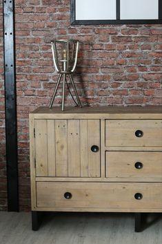 Buffet de rangement en bois recyclé. Le buffet bas AUCKLAND est fabriqué en bois certifié FSC® recyclé et en métal : c'est un meuble écologique et éco-responsable. Large de 152 cm, c'est une enfilade proposant 6 espaces de rangement (tiroirs et portes) pour vos affaires. Ce buffet apportera une touche de décoration contemporaine à votre séjour ou votre bureau, que vous préfériez le style industriel ou contemporain. Livraison offerte à domicile par Pier Import. Pier Import, Auckland, Decoration, Cabinet, Storage, Furniture, Home Decor, Woodland Living Room, Drawers