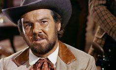 Ať žije Django!  Potulného pistolníka Djanga zná na Divokém západě téměř každý. Modrooký urostlý muž cestuje z místa na místa, aby jménem zákona potrestal vrahy a další zločince, které soud odsoudil k trestu smrti. Avšak Django tyto muže nezabíjí, i když to tak na první pohled vypadá. Díky