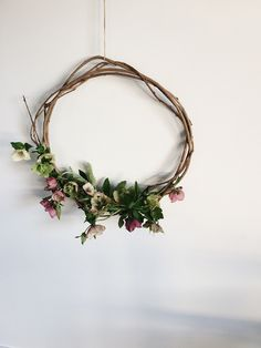 Hellebore wreath - beautiful hellebore wedding flower ideas for winter brides // The Natural Wedding Company